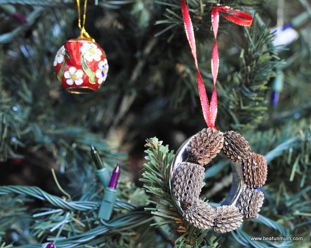 handmade decorations -- pine cone craft -- pine cone wreath