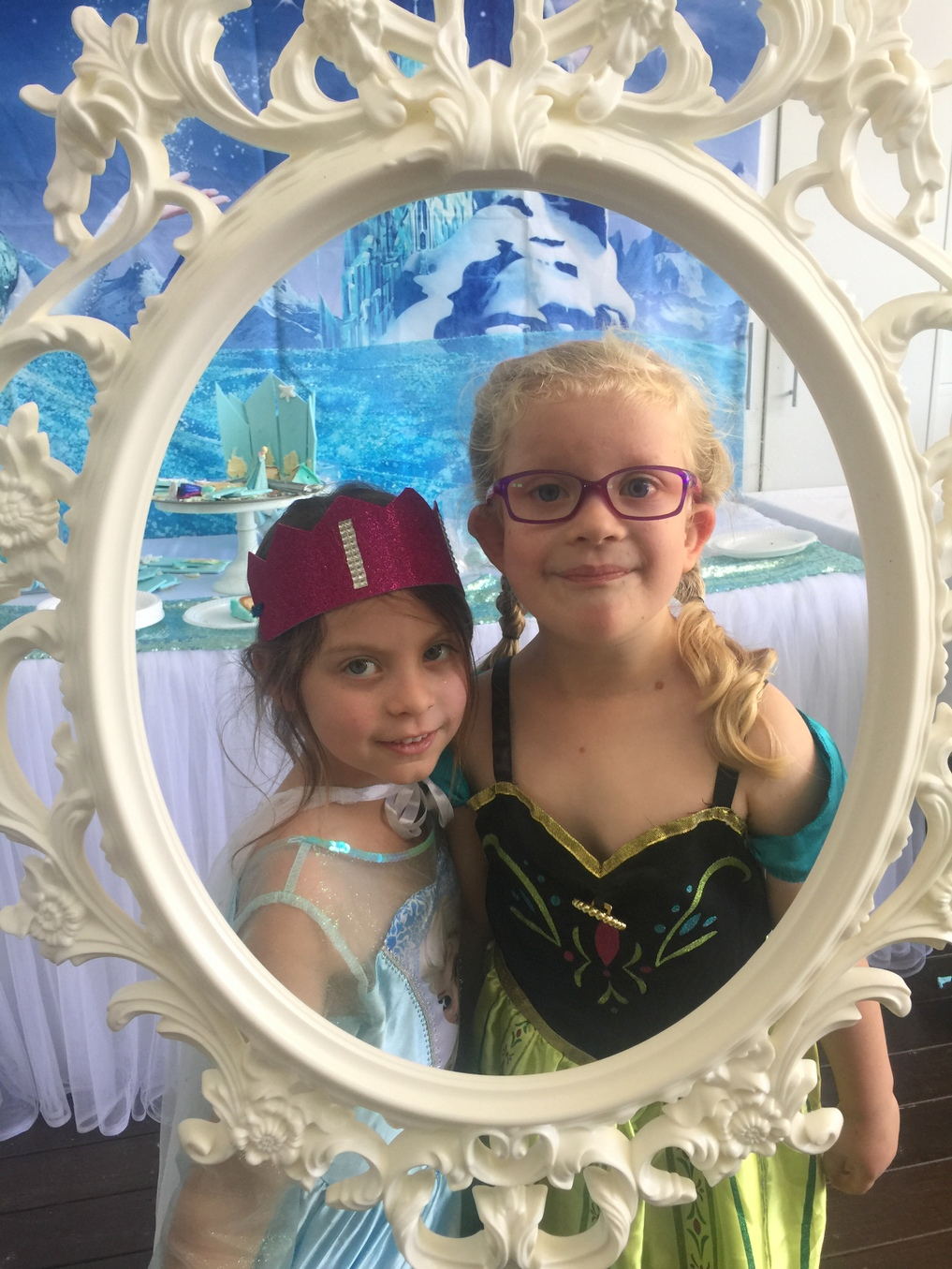Frozen party ideas - frame as a picture prop