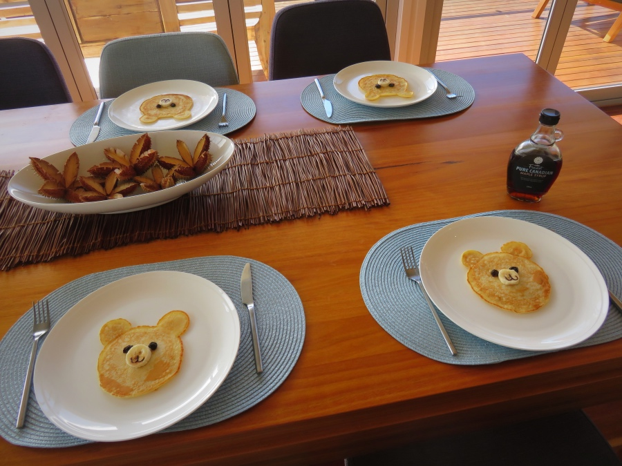 How to make cute teddy bear pancakes for breakfast