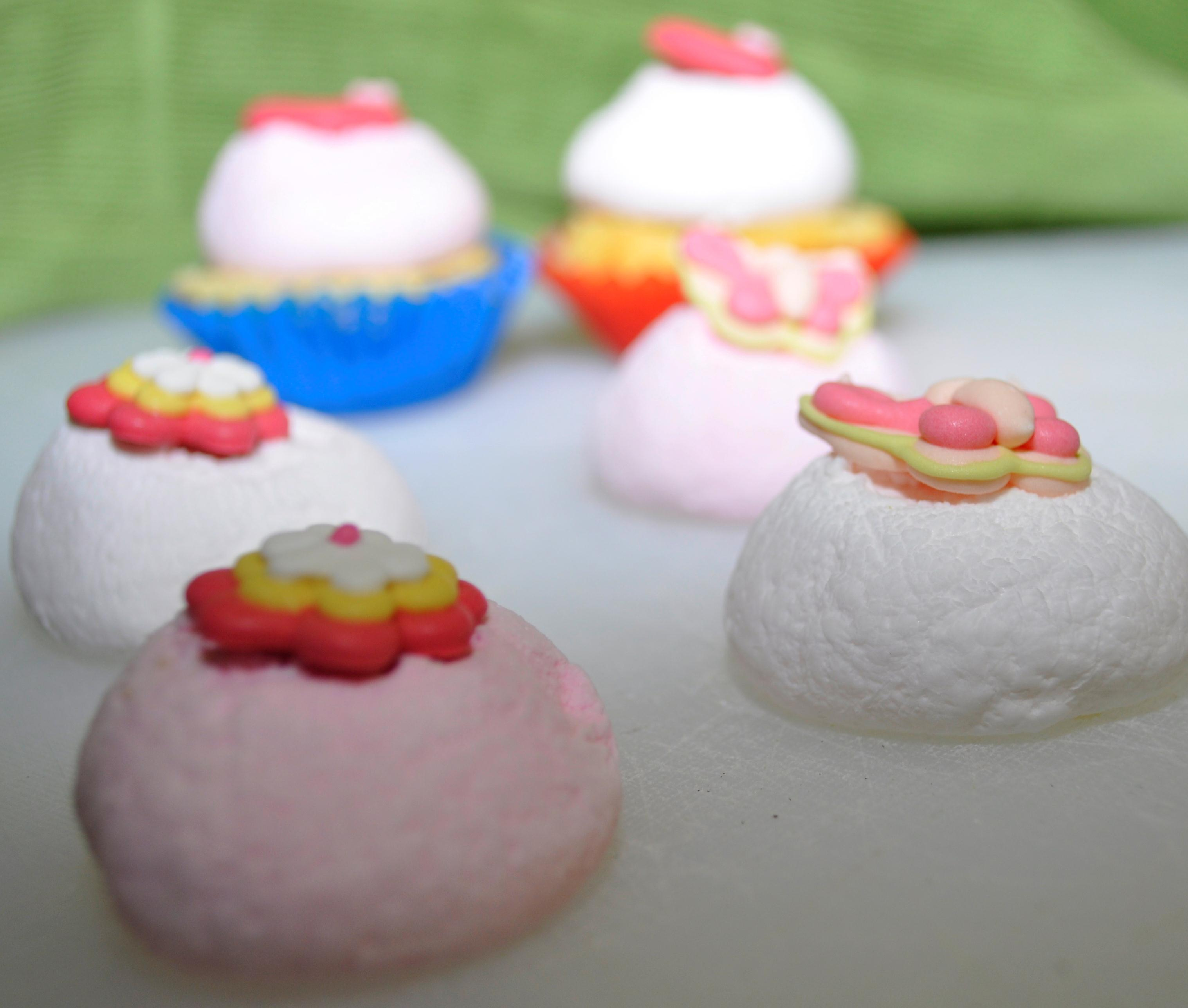 Marshmallow icing for mini cupcakes