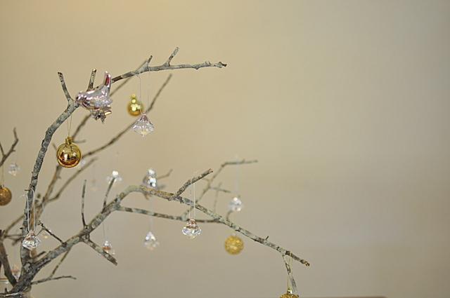 Stick Christmas Tree -- Christmas Table Inspiration beafunmum.com