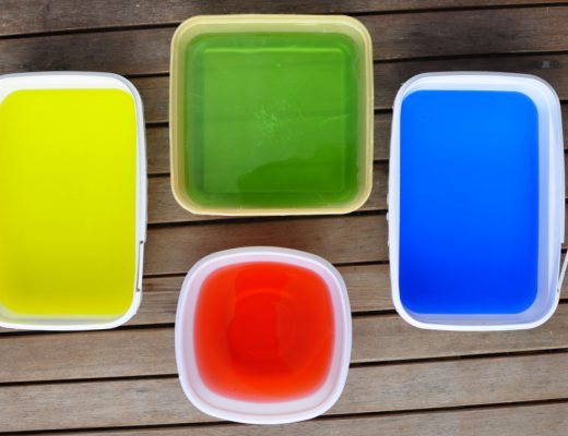 Easy play idea - Colourful water in tubs