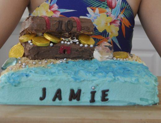 Treasure chest birthday cake