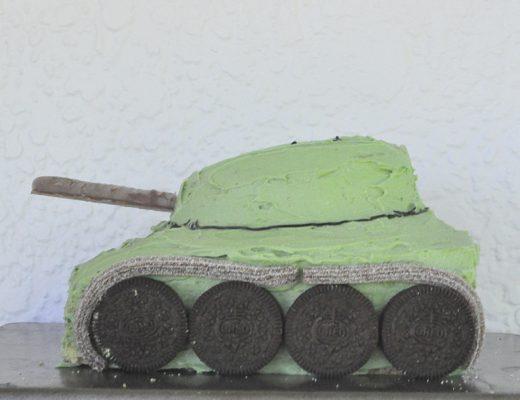 How to make a tank birthday cake