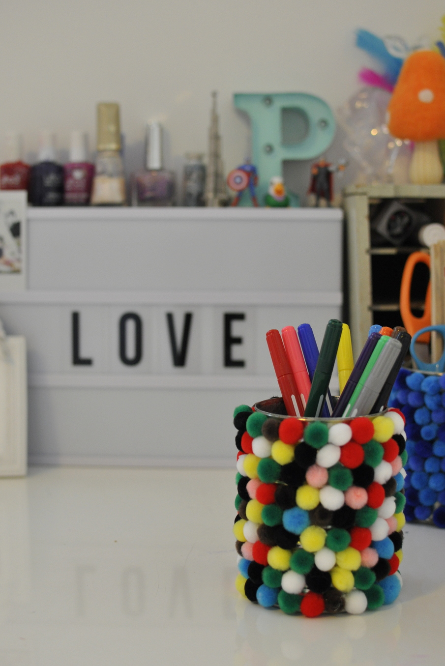 Tin can craft : Pom Pom Pen Holder