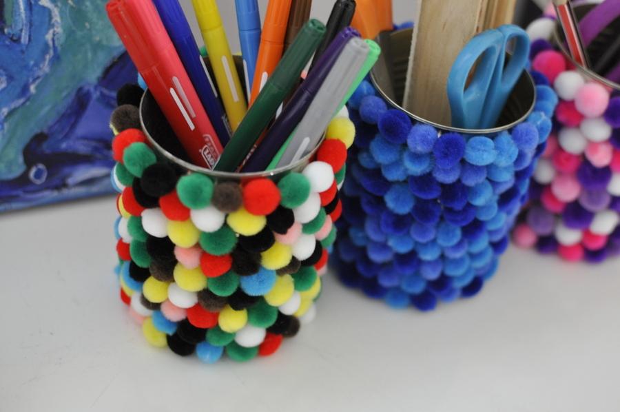 Tin can craft : Pom Pom Pen Holder