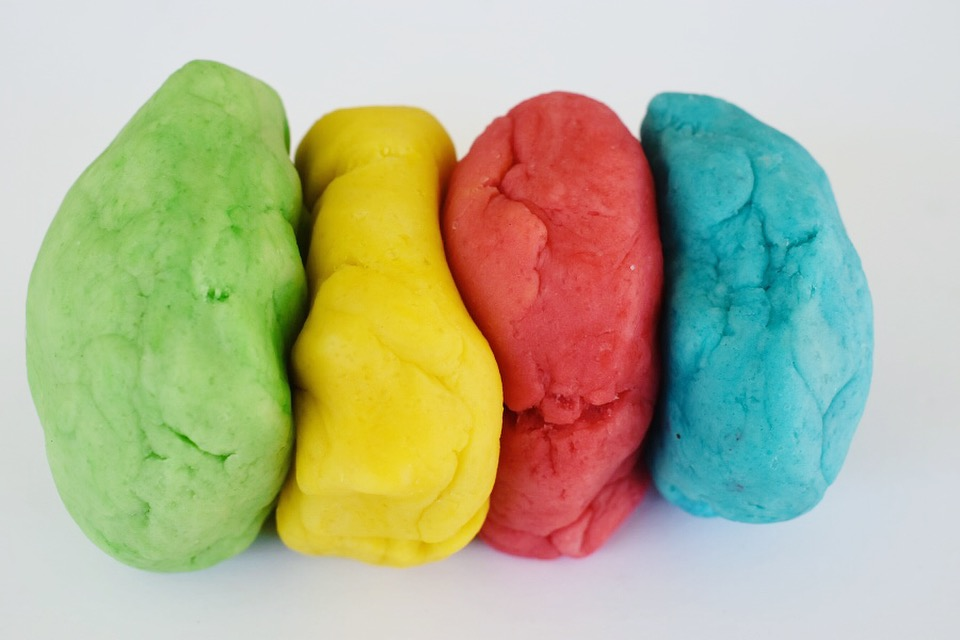 How to make coloured play dough