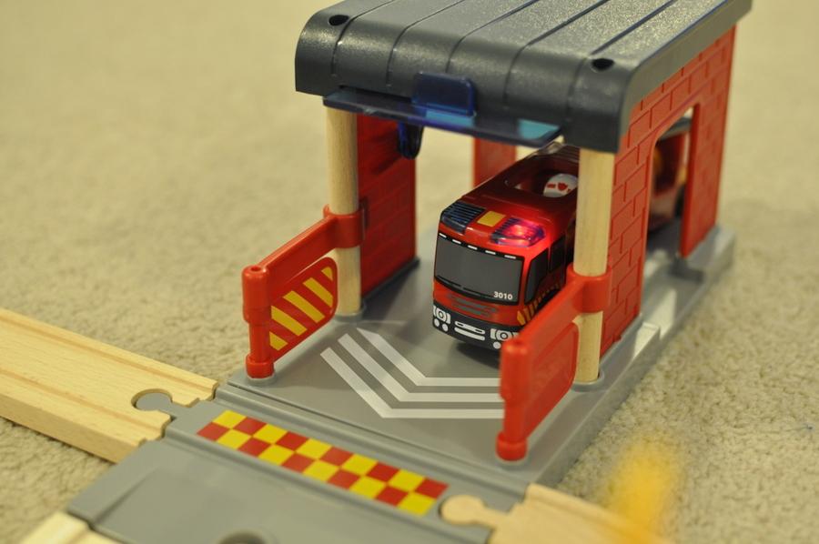 Brio Rescue Set Review - fire engine