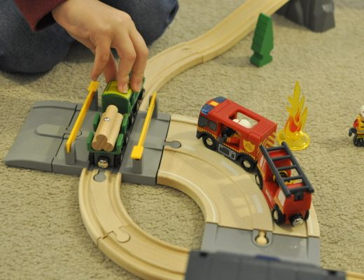 Brio Rescue Set Review - fire engine