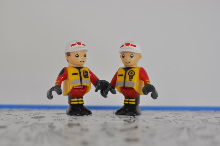 Brio Rescue Set Review - figures