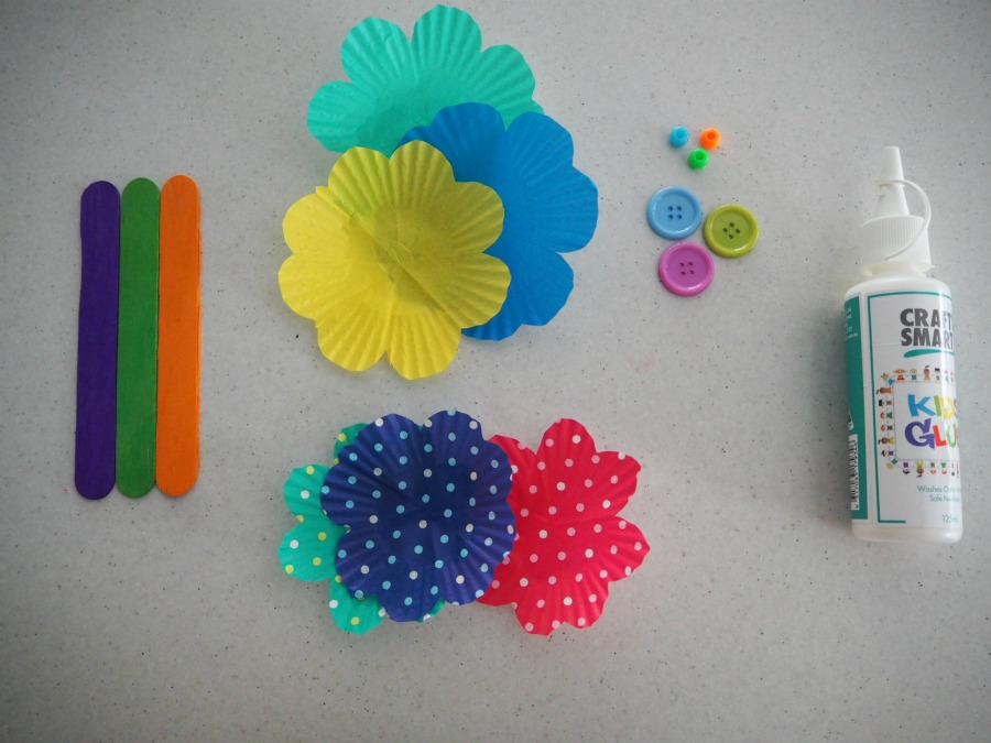 materials for Easy Cupcake Case Flowers Craft