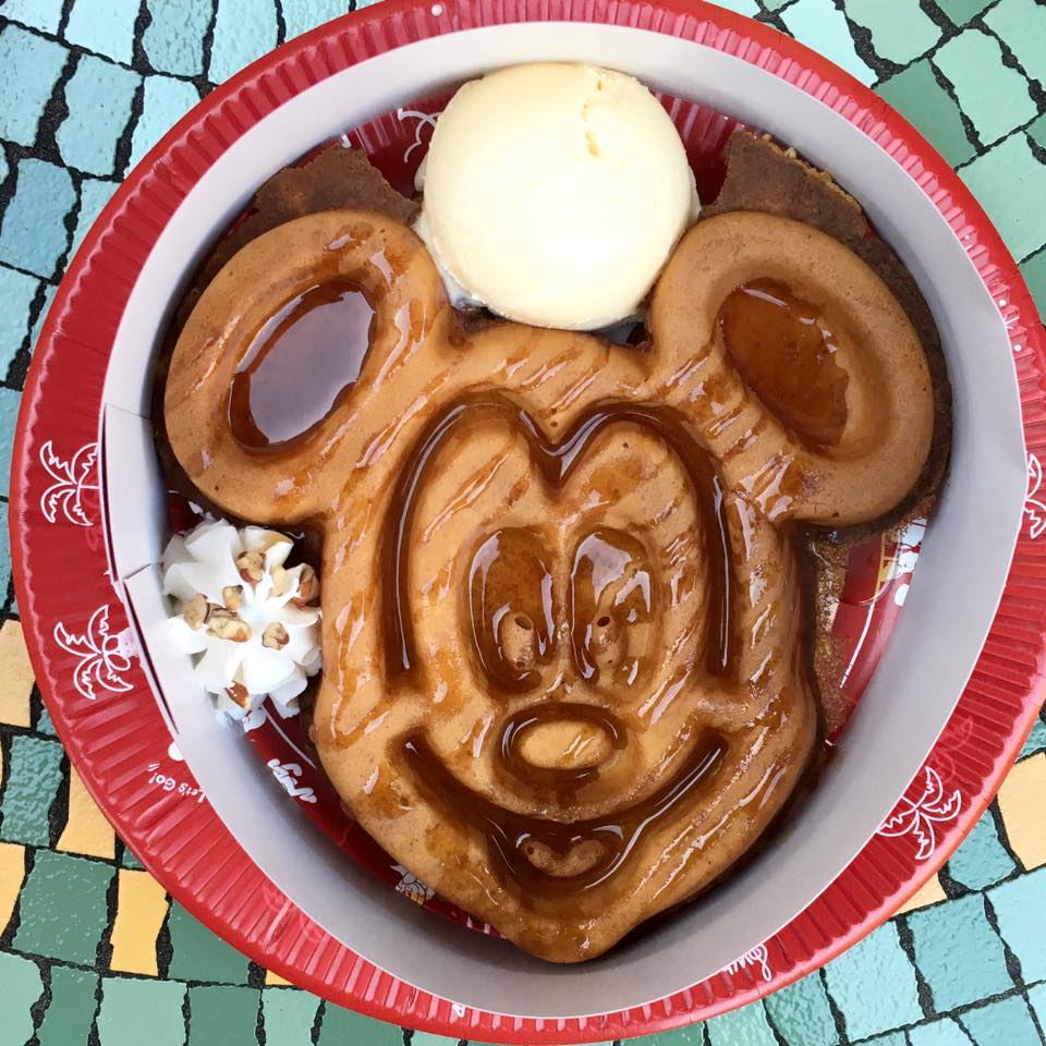 disneyland in japan - mickey waffle