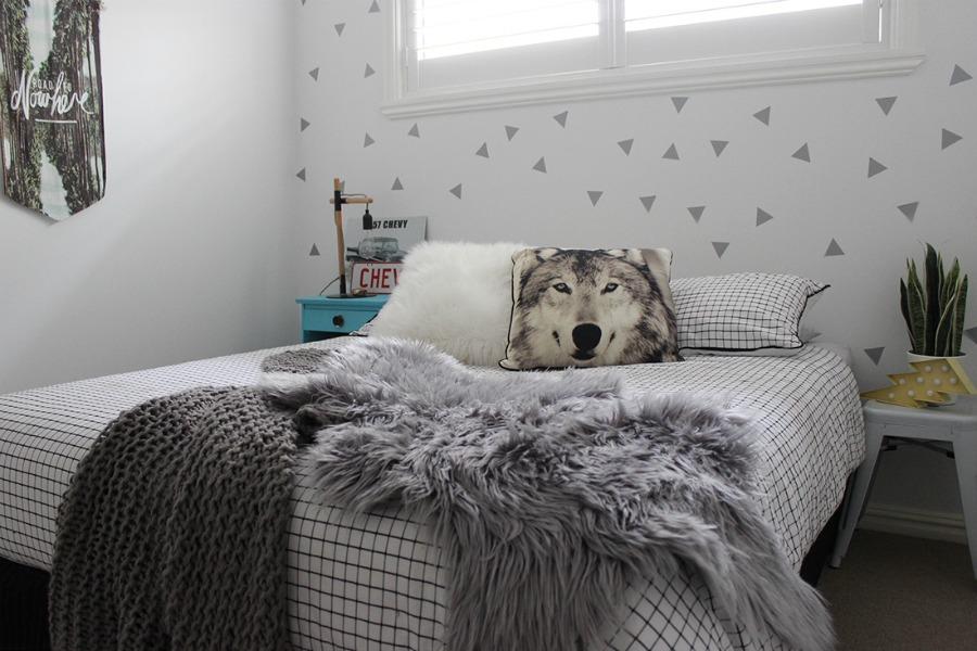 teenage boy bedroom