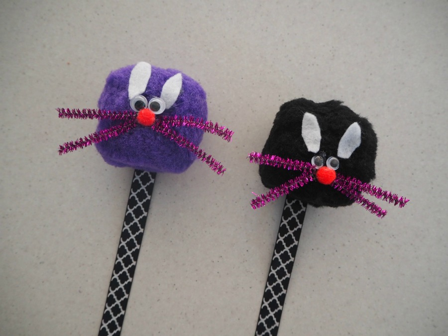 Pom Pom Animal Bookmarks – Be A Fun Mum