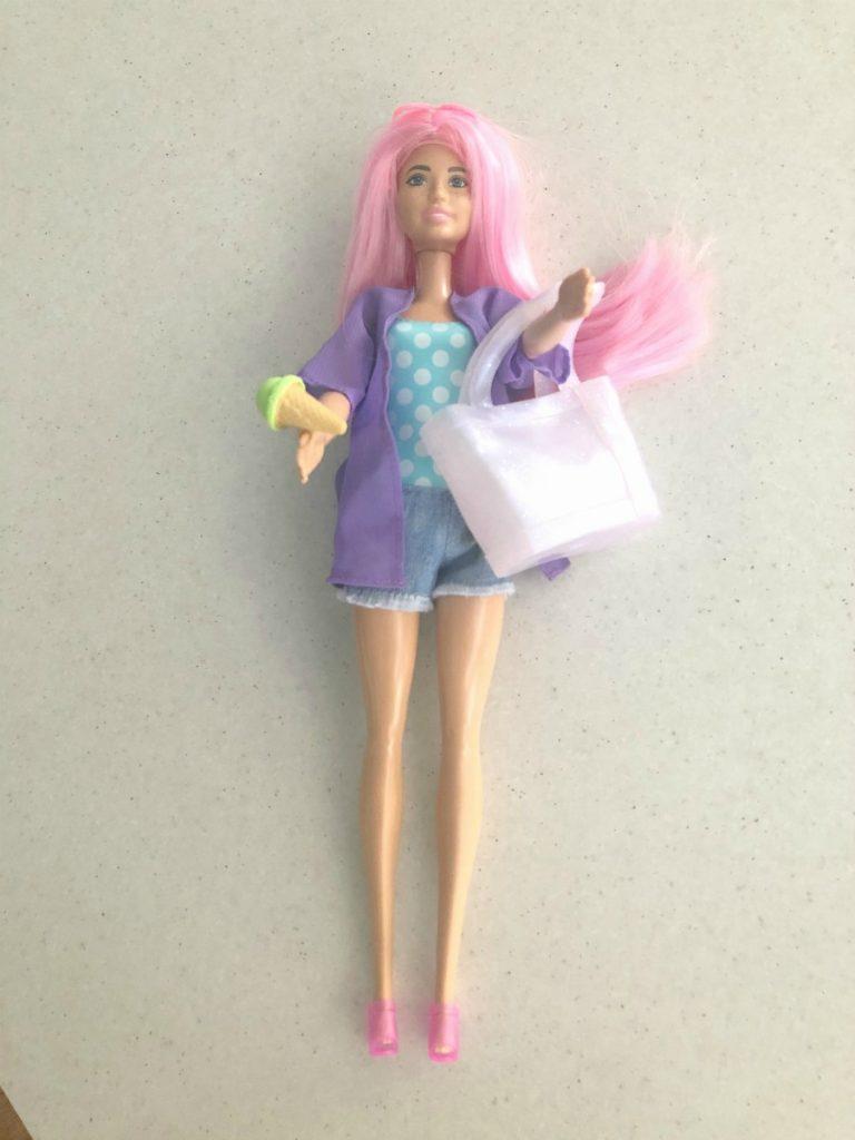 dressing Barbie from Beach