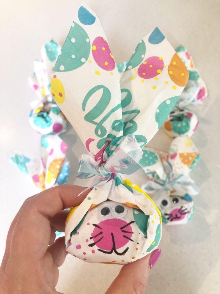 make a bunny napkin favour