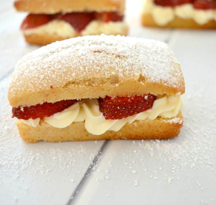 Strawberry and cream cakes by Create Bake Make